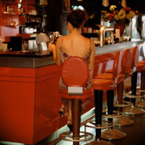 14 Dec 2001 --- Woman alone at a bar --- Image by © H&S Produktion/CORBIS